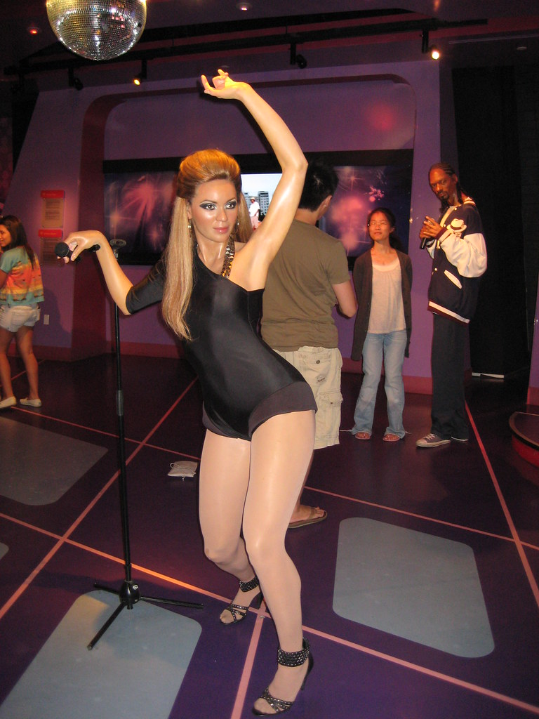Beyonce with a signature armpit pose. | Elysse | Flickr