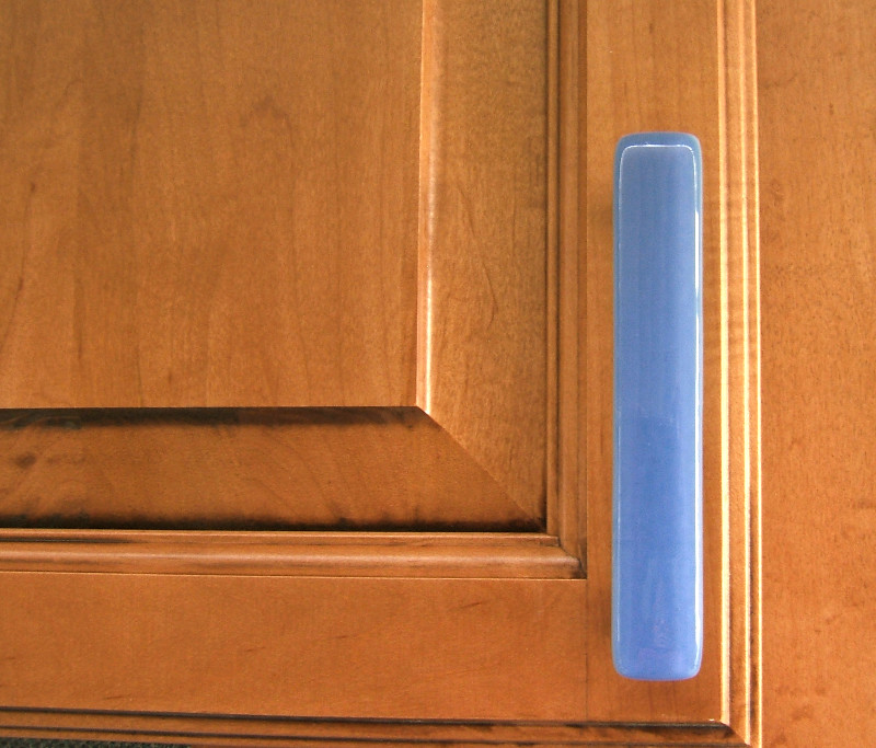 Kitchen Cabinet Knob Placement: Kitchen Hardware In Periwinkle Glass Cabinet Pull Handle