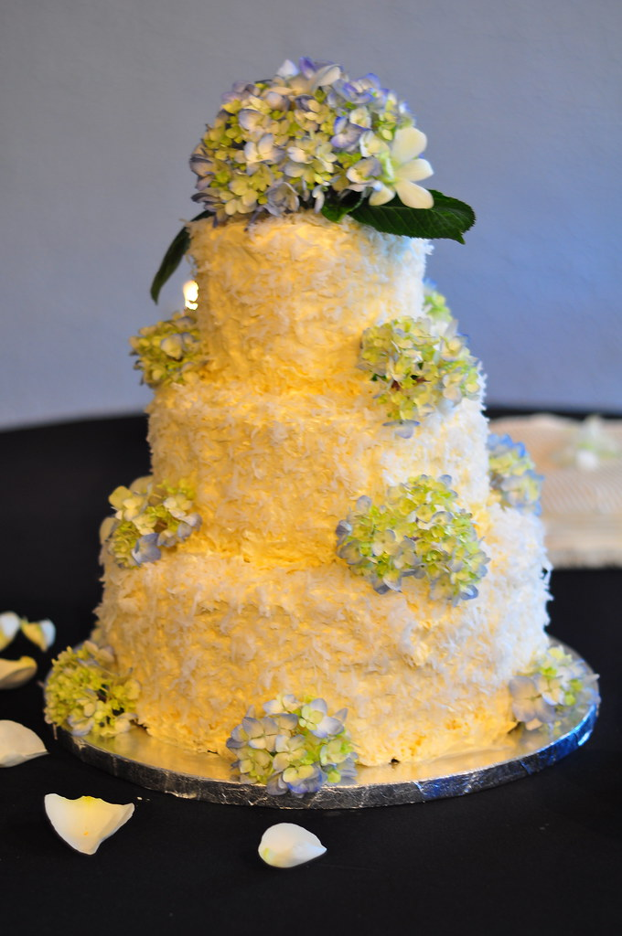 Rebecca and Isaac Wedding | Coconut wedding cake with blue h… | Flickr