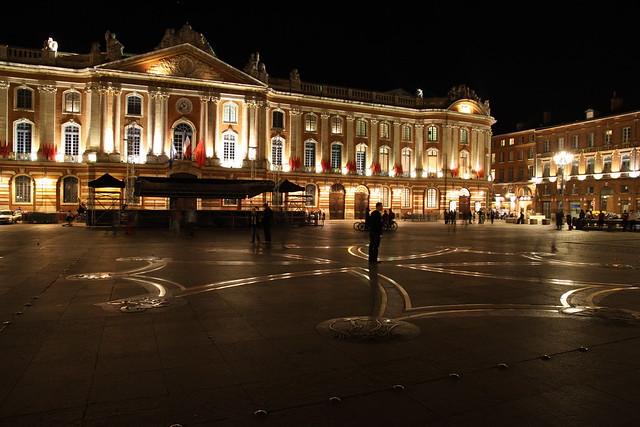 le capitole de toulouse de nuit et la croix occitane flickr photo sharing. Black Bedroom Furniture Sets. Home Design Ideas