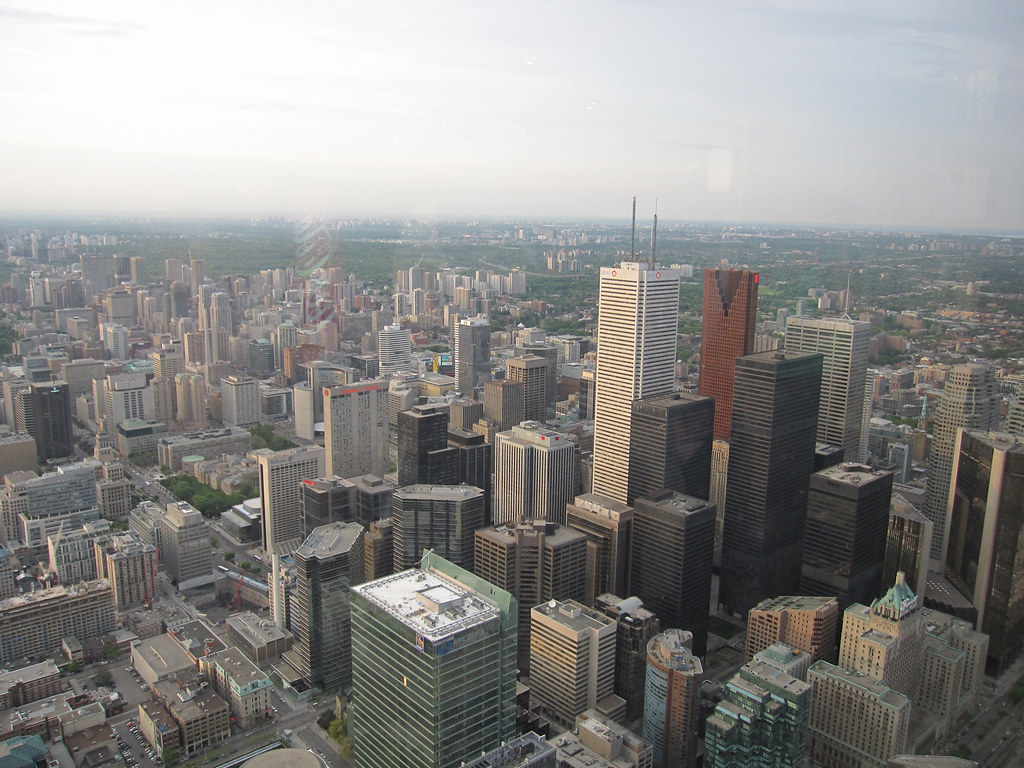 how to get up the cn tower for free
