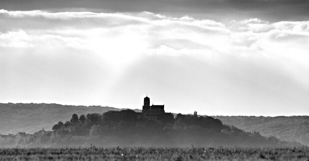 La colline de Vézelay vue de l'Est (Yonne -France)