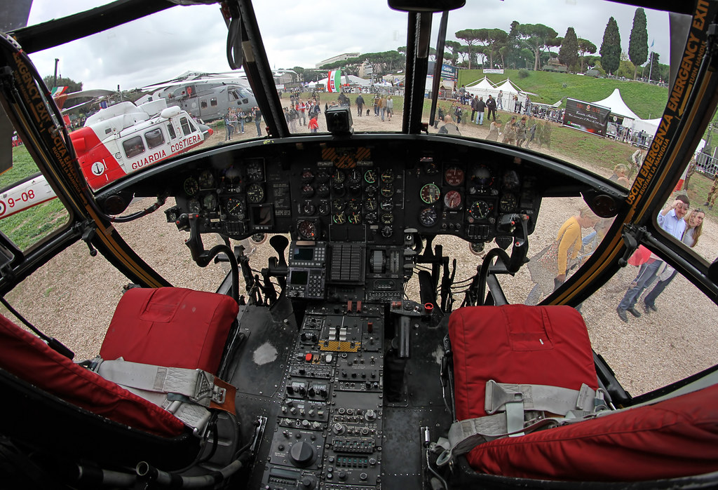 Cockpit of Boeing CH-47C Chinook (MM81232) | View of the ...