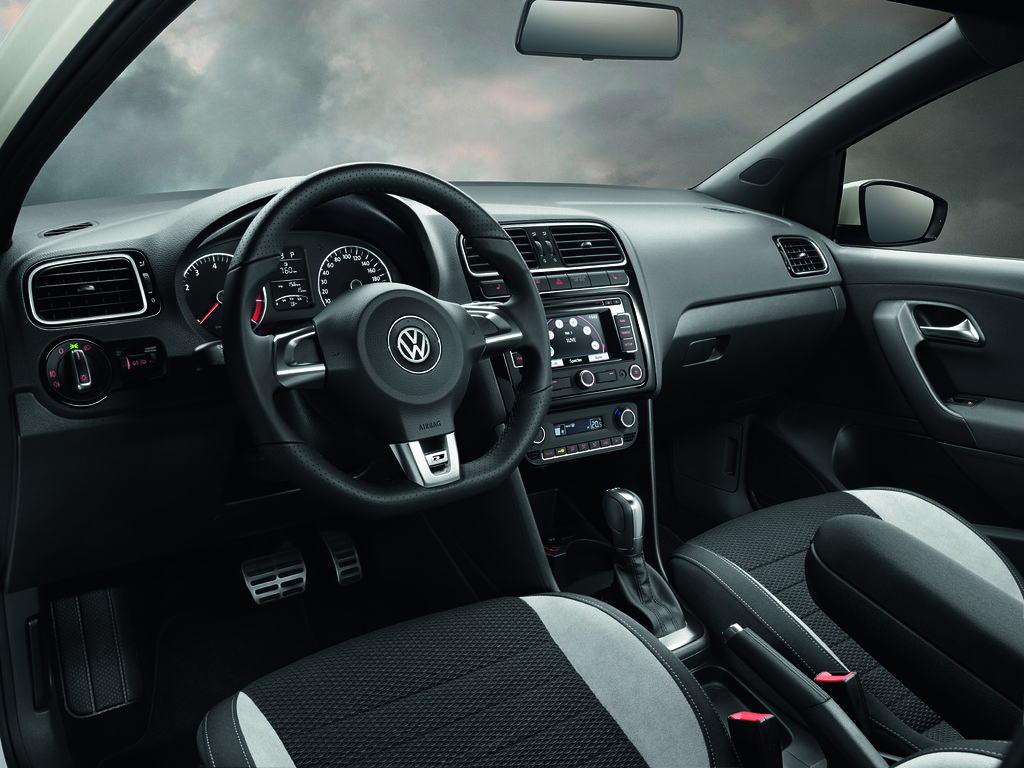All sizes | Volkswagen Polo R-Line interieur | Flickr - Photo Sharing!