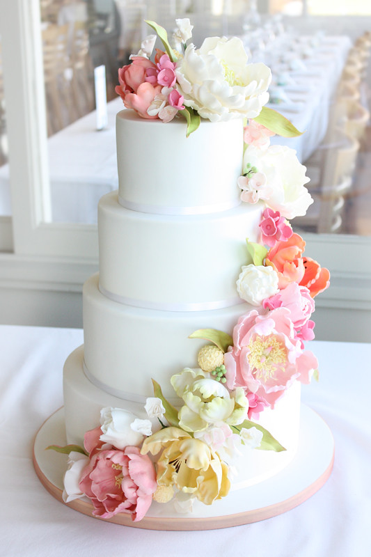 square wedding cake with fondant flowers floral cascade wedding cake we had the absolute 20437