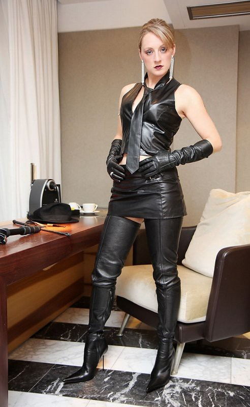 image High heels und latex leggings public