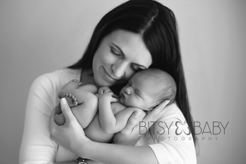newborn photograph w mom bw | by Bitsy Baby Photography [Rita]