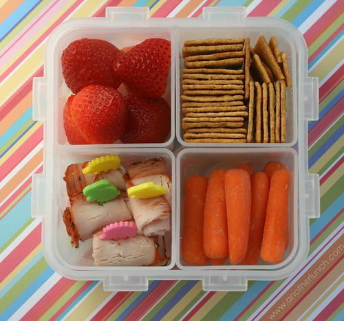 Lock and Lock bento box | by anotherlunch.com