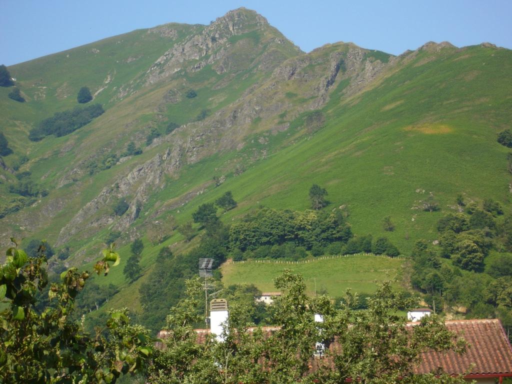 paysage de montagne st etienne de baigorry pays basque p flickr. Black Bedroom Furniture Sets. Home Design Ideas