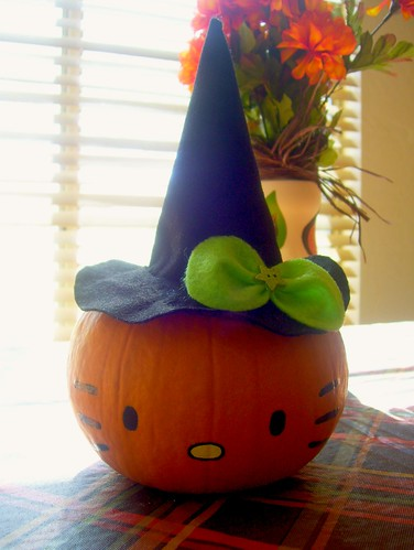 Hello kitty pumpkin america benitez flickr for Pumpkin kitty designs