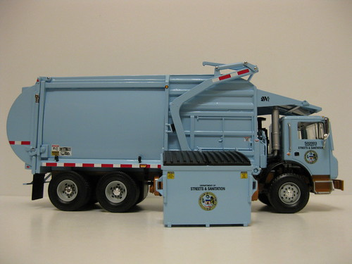First Gear City of Chicago front load garbage truck w. bin. | by Inner Blue Fire