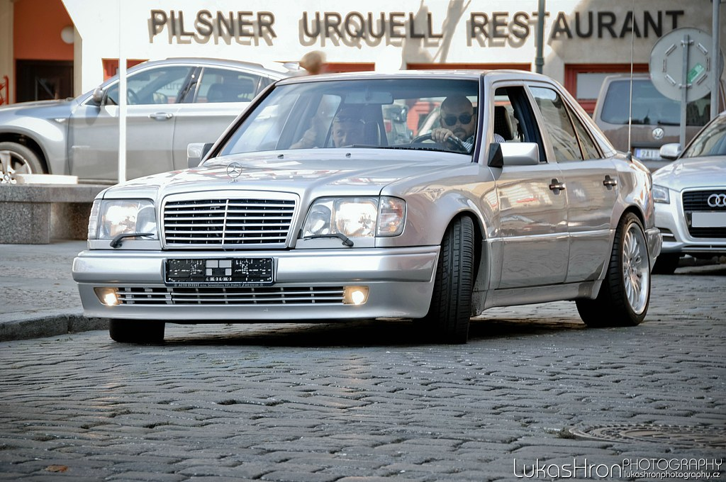 Mercedes Benz W124 images