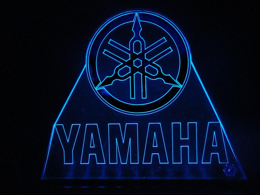 Yamaha R Logo