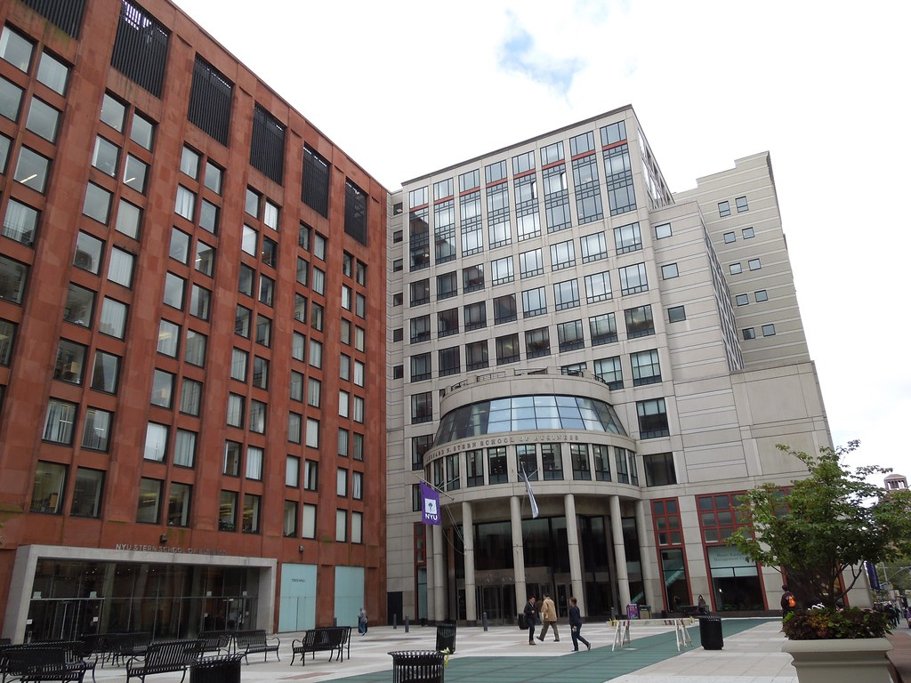 leonard n stern school of business at Located in the center of new york city, stern capitalizes on its location in one of the world's financial and entertainment hubs three-quarters of grads got finance or consulting jobs last year.