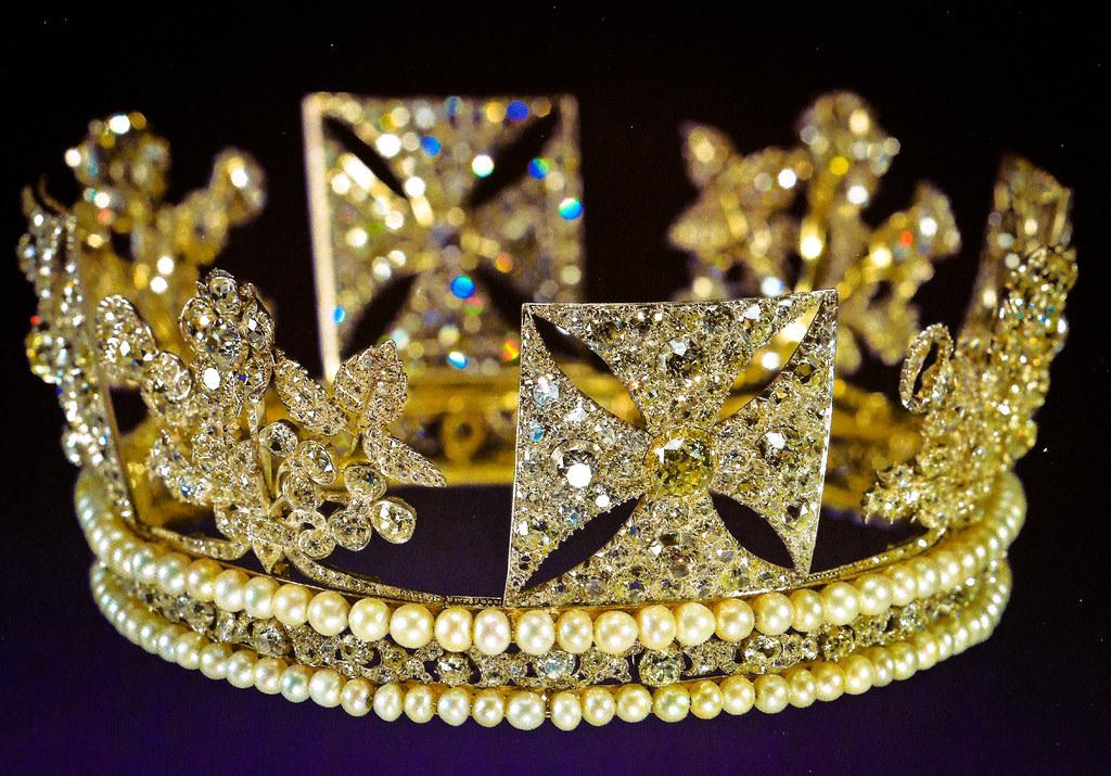 Palace Crown Ring