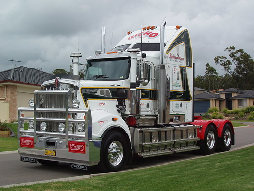 "Kenworth T908 With 18 1/2"" Road"