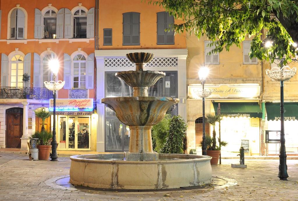Fontaine de la place aux aires la place aux aires for La fontaine aux cuisines