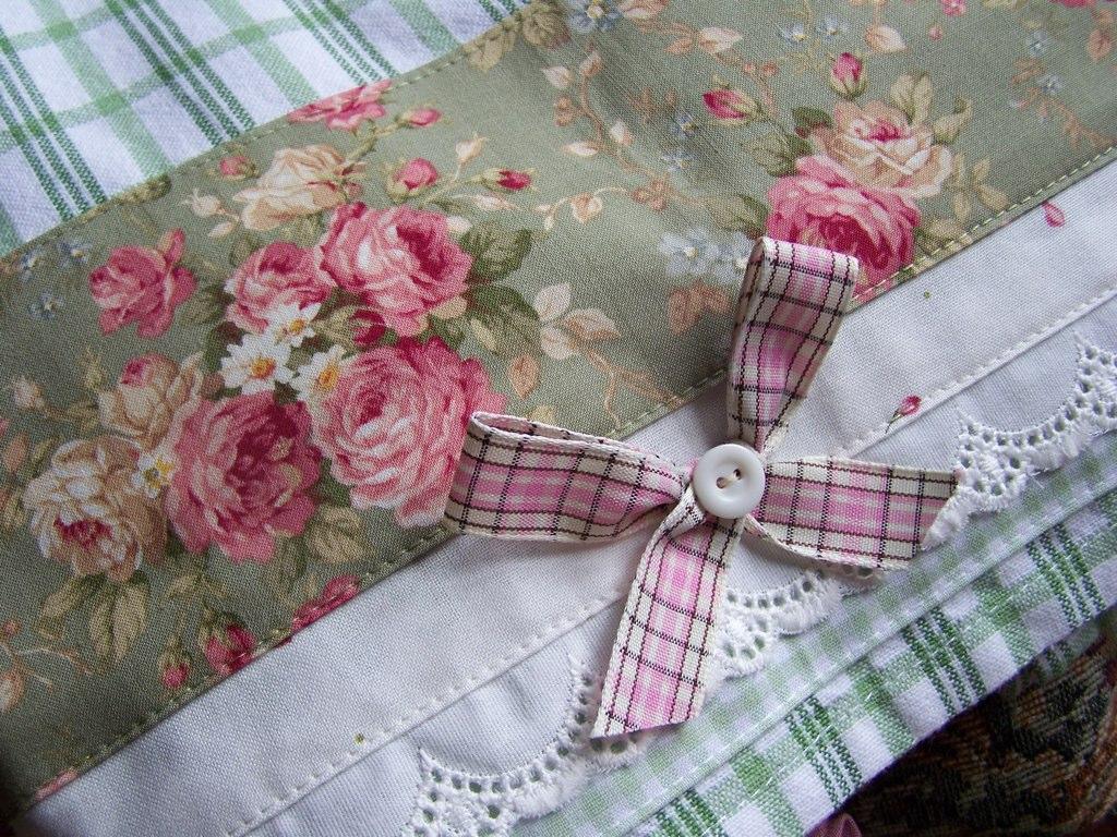 Decorative towels romantic kitchen decor decorative for Romantic kitchen designs