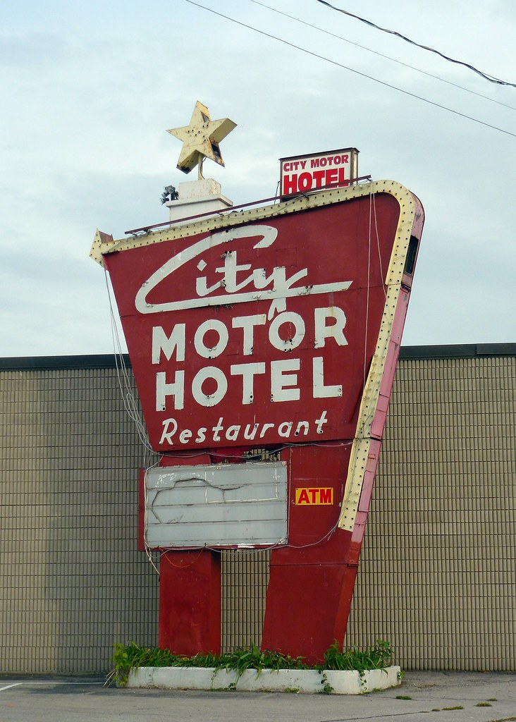 Hamilton on city motor hotel a holiday inn great sign for Hotels close to motor city casino