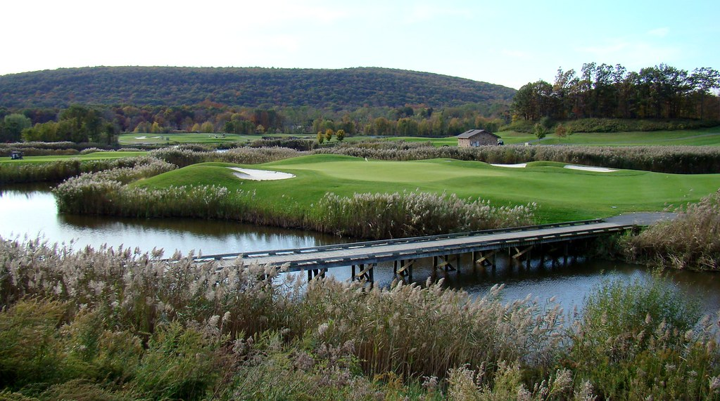 Berkshire Valley - Oak Ridge, NJ | 17th green surrounded ...