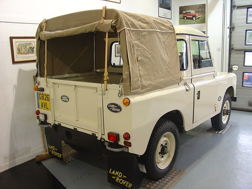 g826 avl 1990 land rover series iii truck cab homer simpson flickr. Black Bedroom Furniture Sets. Home Design Ideas