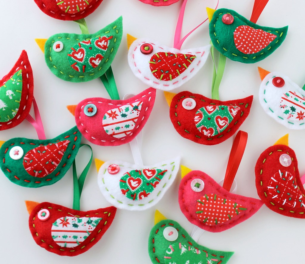 Felt christmas bird ornaments plush embroidery jodie for Ideas de detalles para regalar