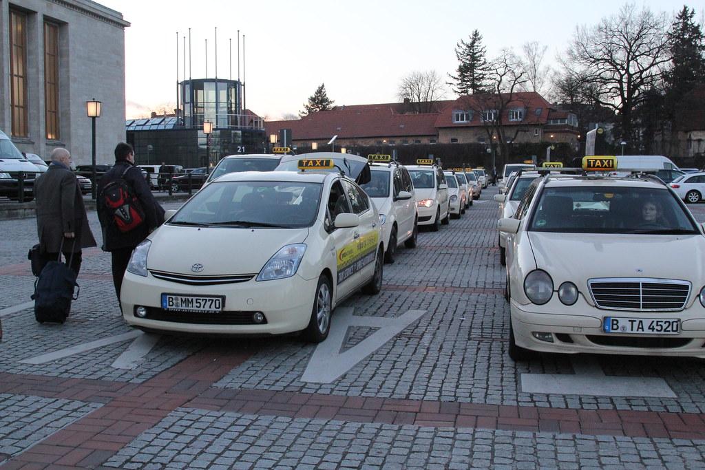 taxi berlin taxi warteschlange bei der messe berlin icc. Black Bedroom Furniture Sets. Home Design Ideas