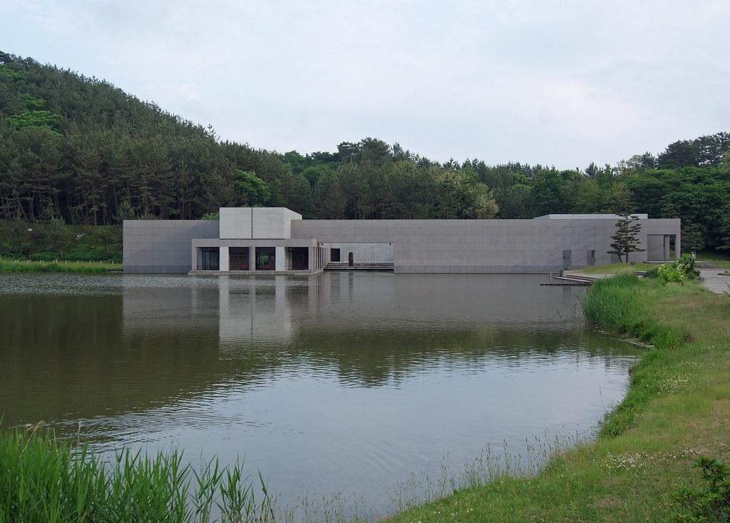 Ken domon museum of photography yoshio taniguchi sakata for Domon ken museum