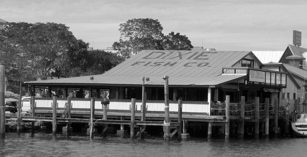 Dixie fish company fort myers beach fl a restaurant for Dixie fish company