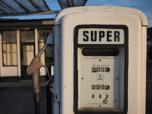 "Foto ""Old gas station"" by Carsten aus Bonn - flickr"
