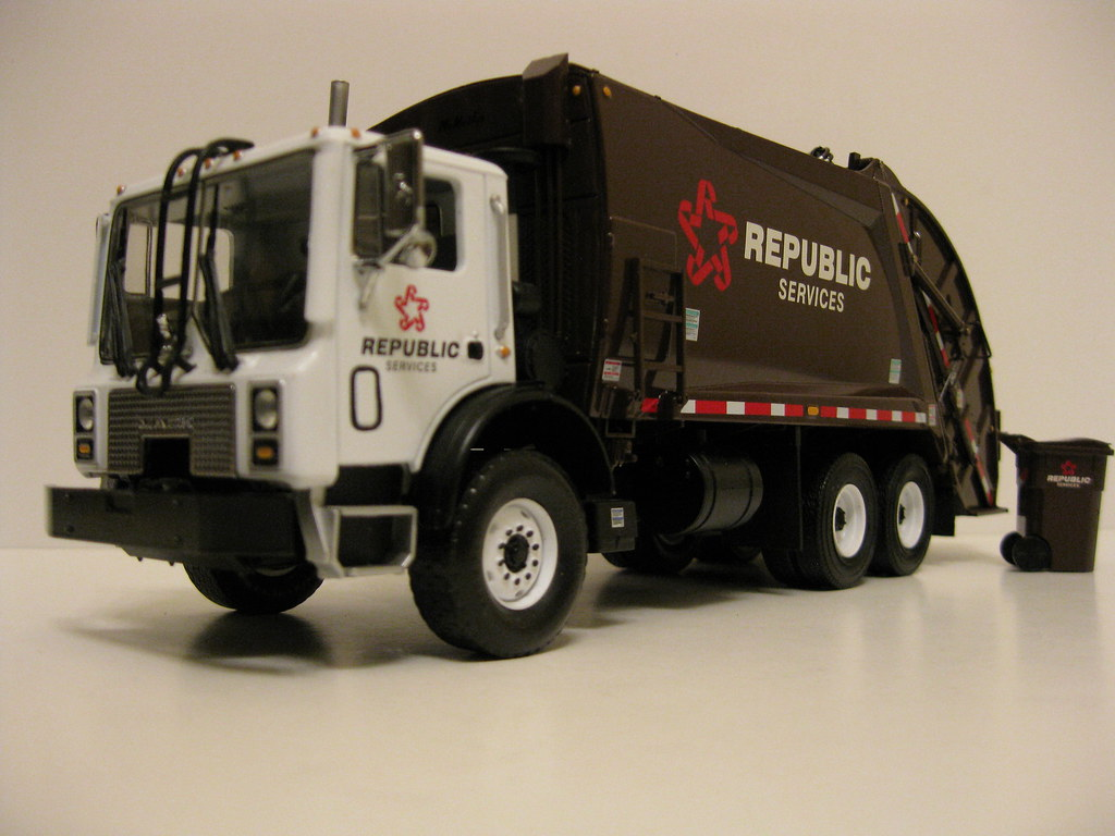 Republic Services And Alabama Coastal Foundation Recognized With Top Recycling Award 3bl Media