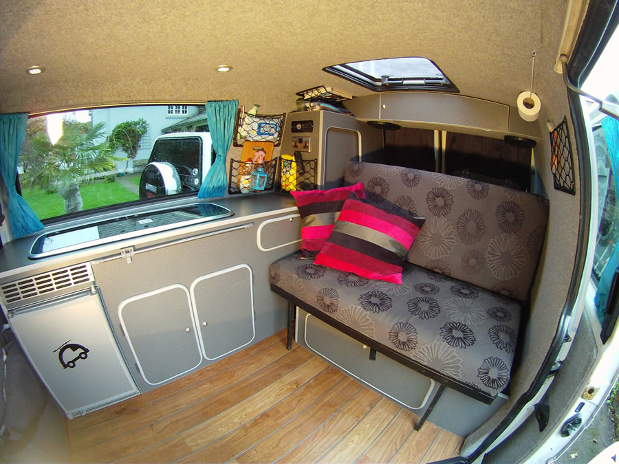 Vw t4 camper interior w bed up note sky hatch for Vw t4 interior designs