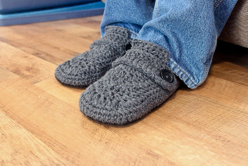 Opa House Slippers Crochet Pattern | by Easymakesmehappy
