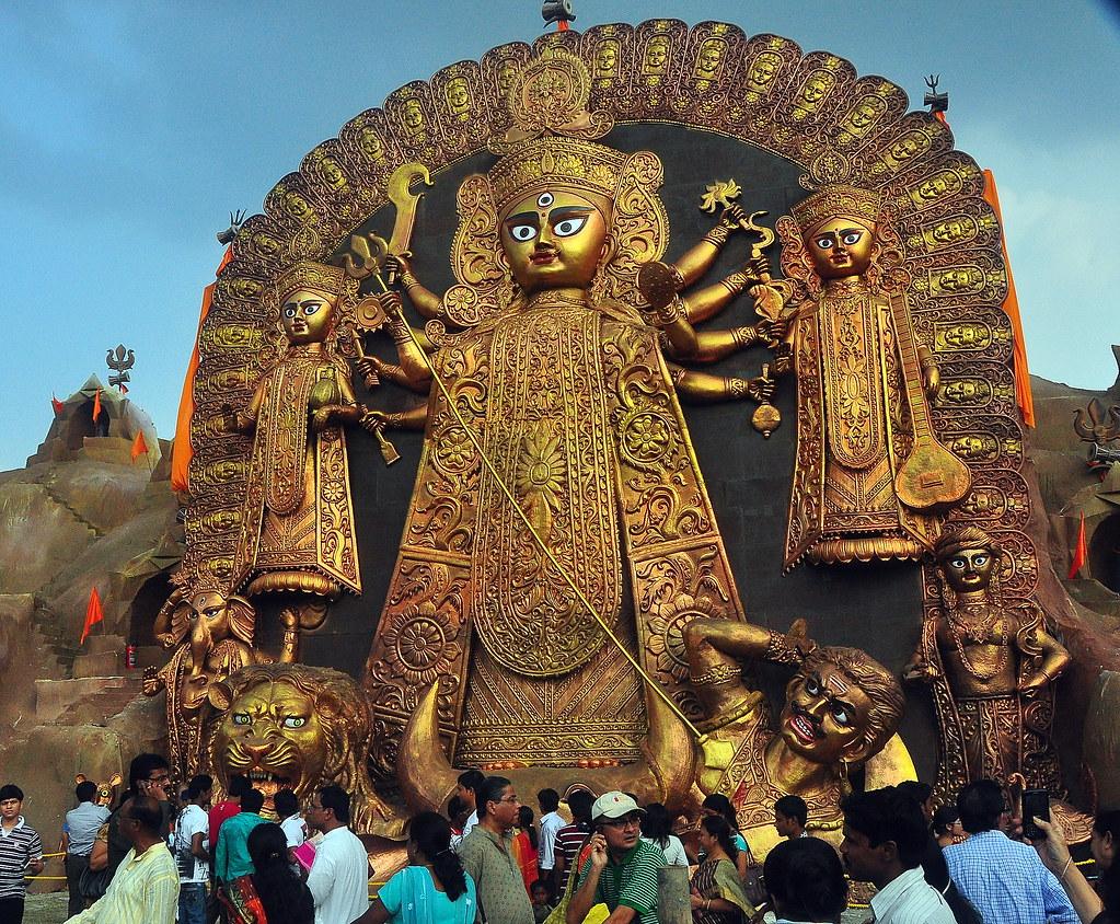 At 64 Feet This Is Calcutta S Largest Durga Idol Keep Wa