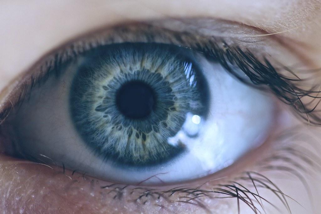 Impiantata una retina artificiale su paziente non vedente