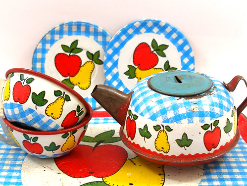 Vintage Ohio Art Toy Tea Set | by AlliesAdornments