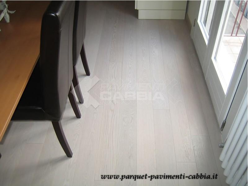 Pavimento Bianco Opaco : Salotto parquet rovere bianco siberia parquet prefinito rou flickr