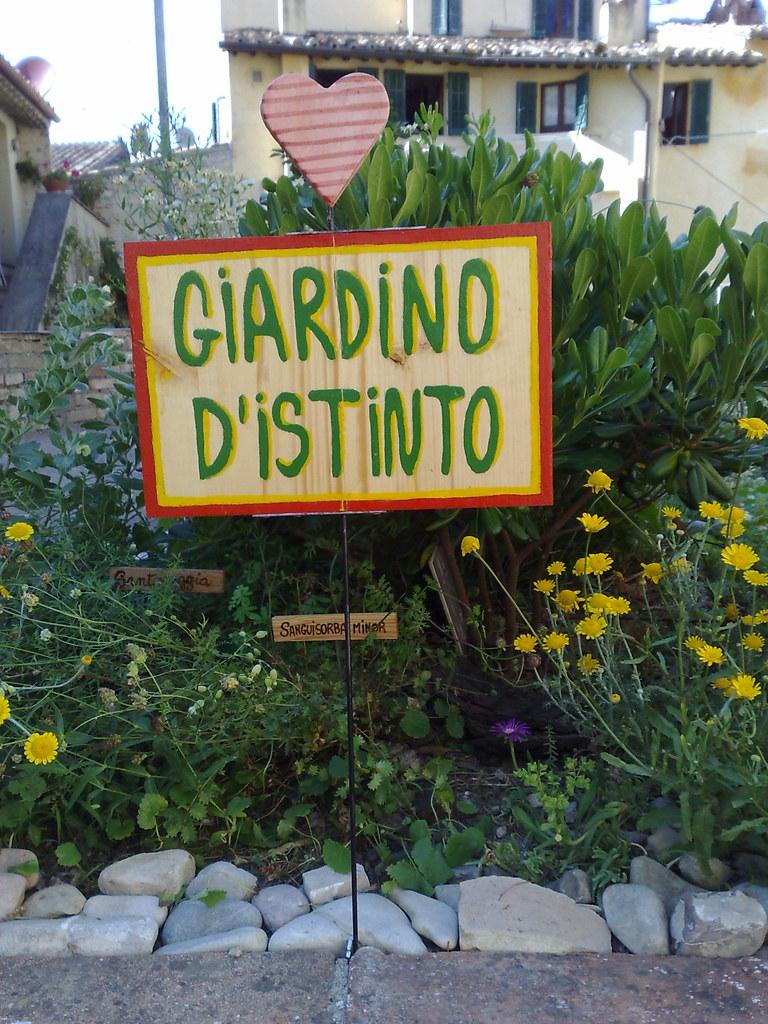 Giardino d 39 istinto ha un cuore il cartello di legno for Giardino 3d gratis italiano