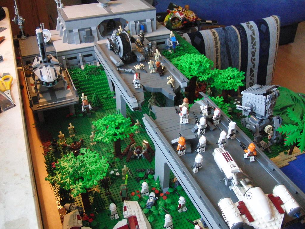 lego star wars droid base on saleucami flickr. Black Bedroom Furniture Sets. Home Design Ideas