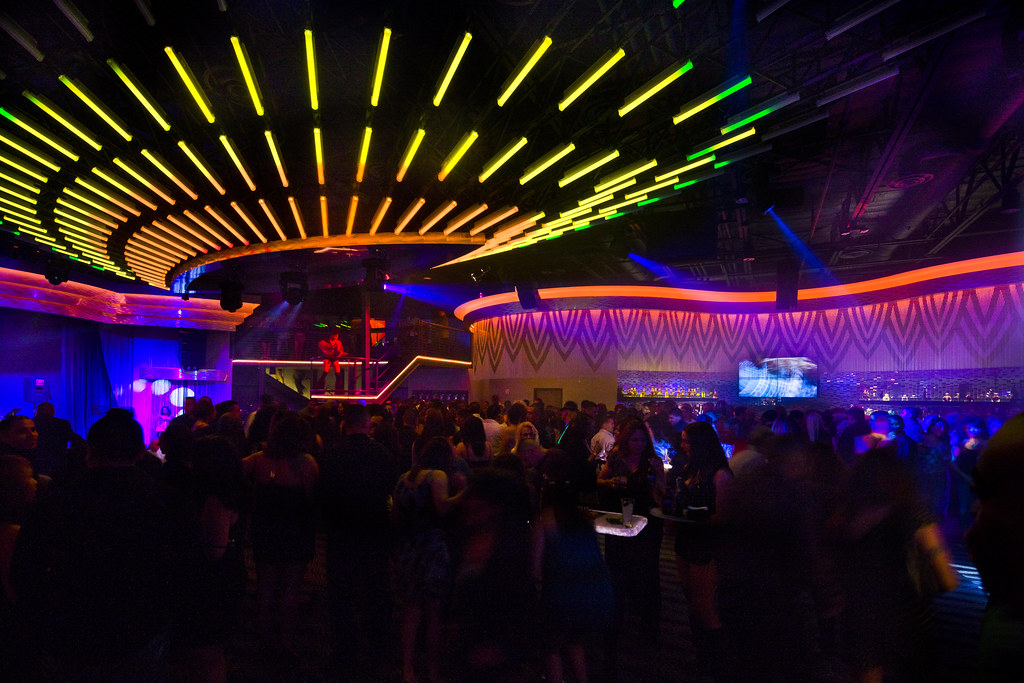 Interior nightclub design custom led lighting design c for Night light design