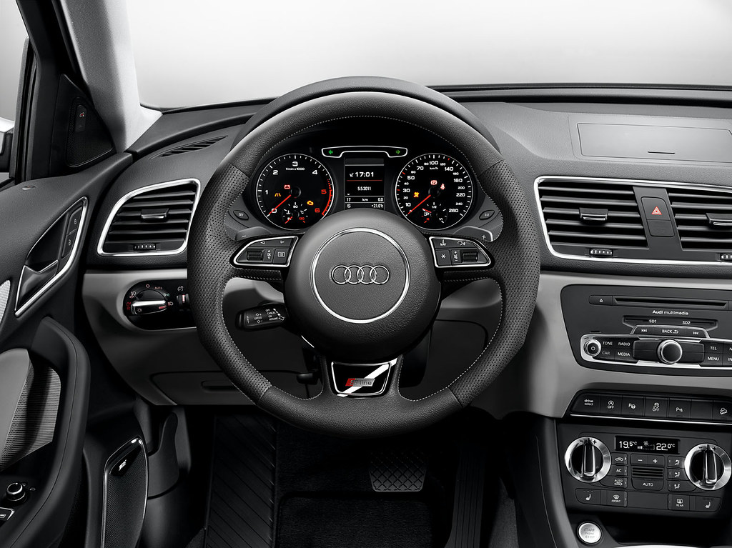 Audi q3 s line steering wheel s line leather covered for Interieur q3 s line