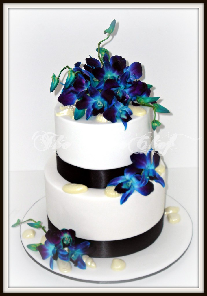 simple royal blue wedding cakes blue orchids amp sea shells a simple white wedding cake 20013