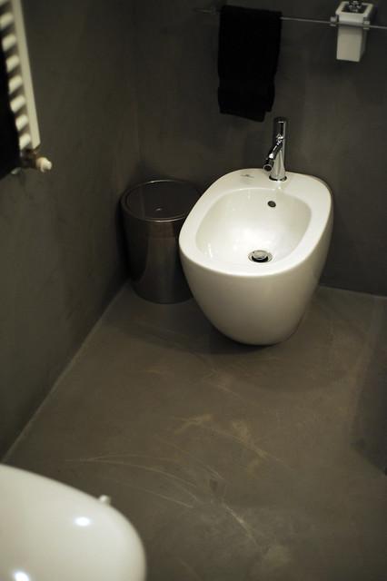 Bagno in resina spatolato grigio effetto cemento flickr photo sharing - Bagno cemento spatolato ...
