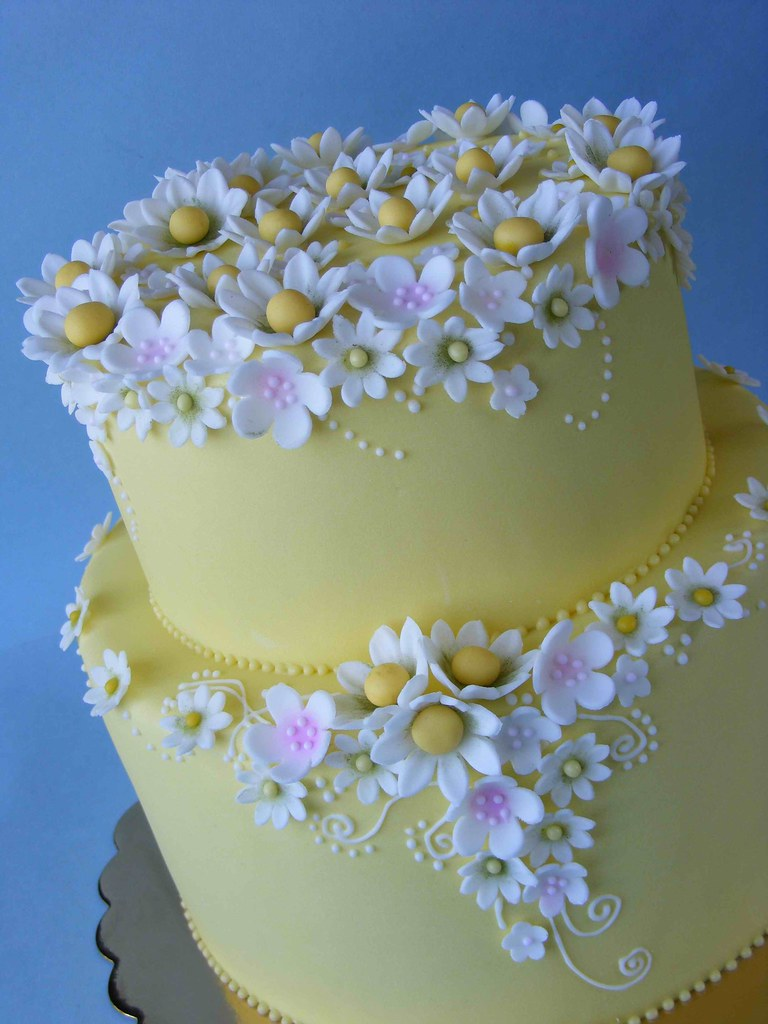 Wedding Cakes With Yellow Daisies