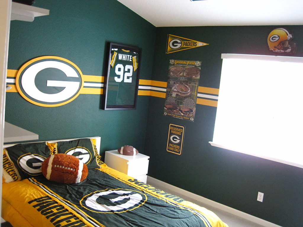 ... Green Bay Packer Bedroom 001 | By Manland North