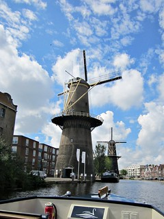 VAREN LANGS DE MOLENS VAN SCHIEDAM // SAILING ALONG THE MILLS OF SCHIEDAM | by Anne-Miek Bibbe