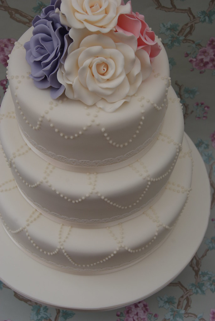 wedding cake royal icing pearl necklace wedding cake piped royal icing 23726