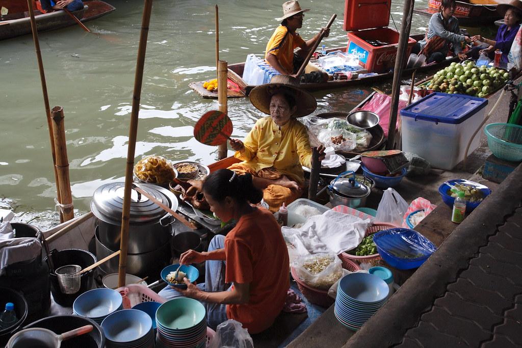 Damnoen Saduak Floating Market Food