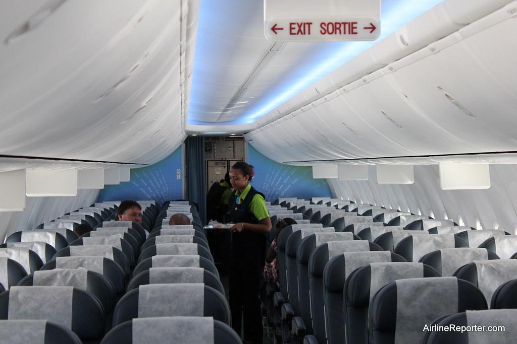 Rwandair flight attendant learn more www for Interieur 737
