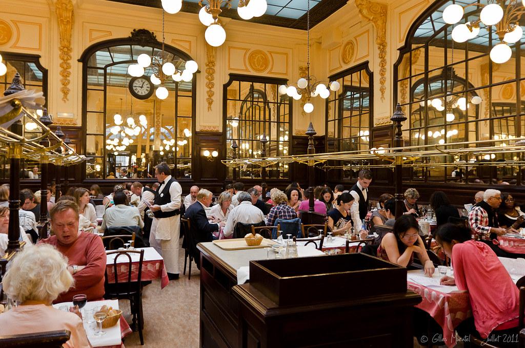A Restaurant Paris